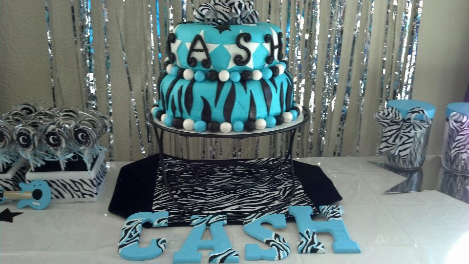 ... cute cake ideas : (you can always build your theme around the cake