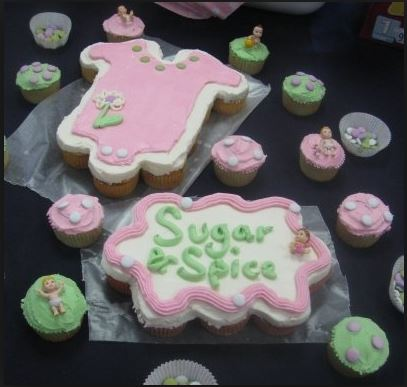 """I love this! Having individual cupcakes around the actual """"cake"""" really adds a special touch."""