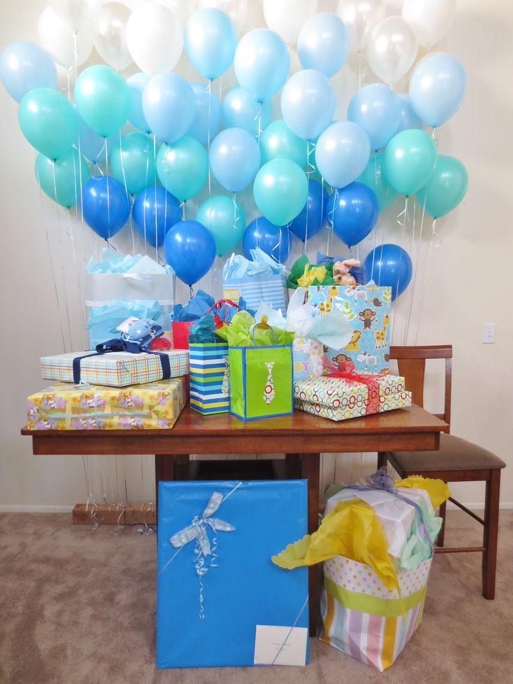 Blue balloon gift table baby shower for Baby decoration games
