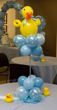 Another very simple yet beautiful balloon centerpiece arrangement.
